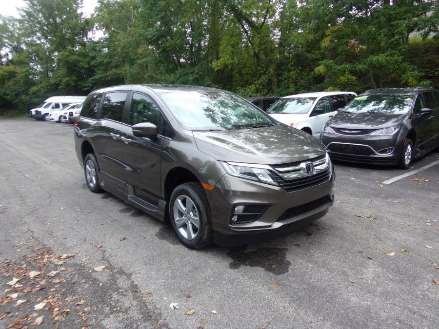 Gray Honda Odyssey image number 19