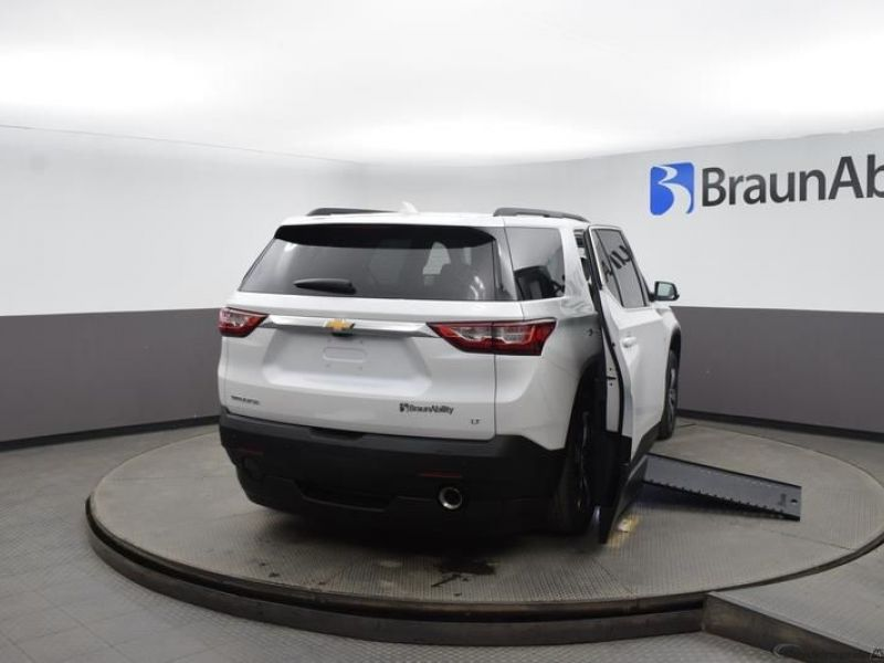 White Chevrolet Traverse image number 6