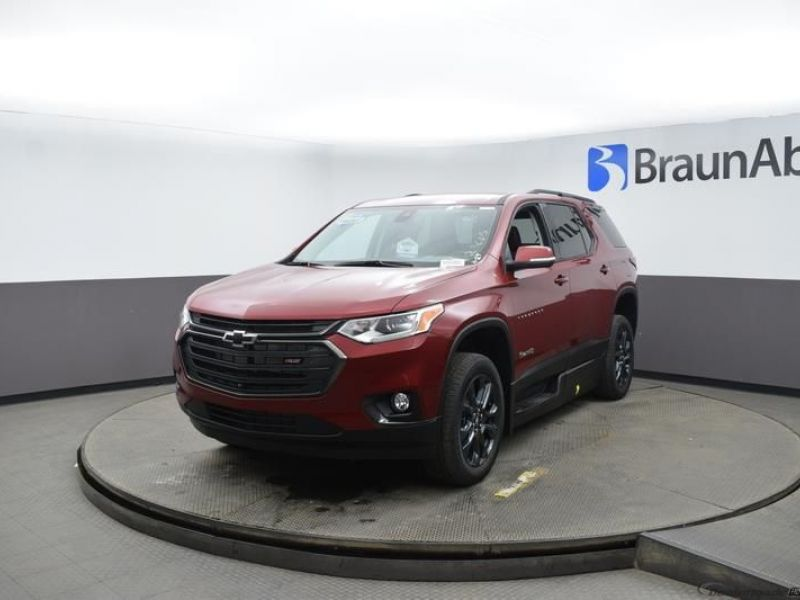 Red Chevrolet Traverse image number 1
