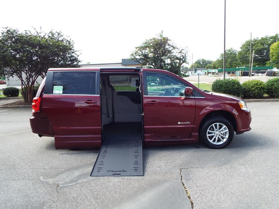 Red Dodge Grand Caravan image number 27