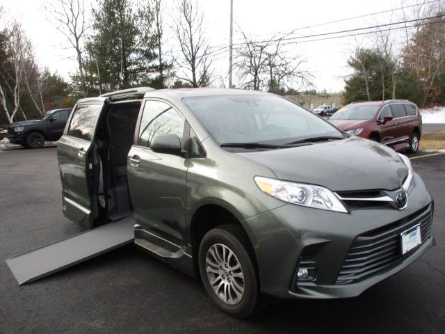 Green Toyota Sienna with Side Entry Automatic In Floor ramp