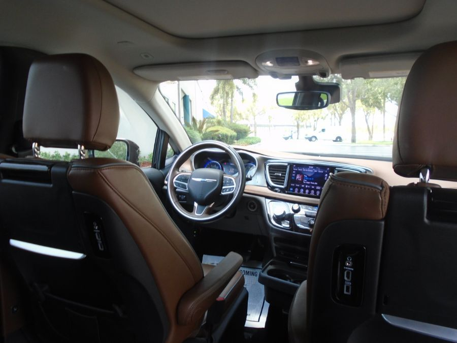 Brown Chrysler Pacifica image number 13