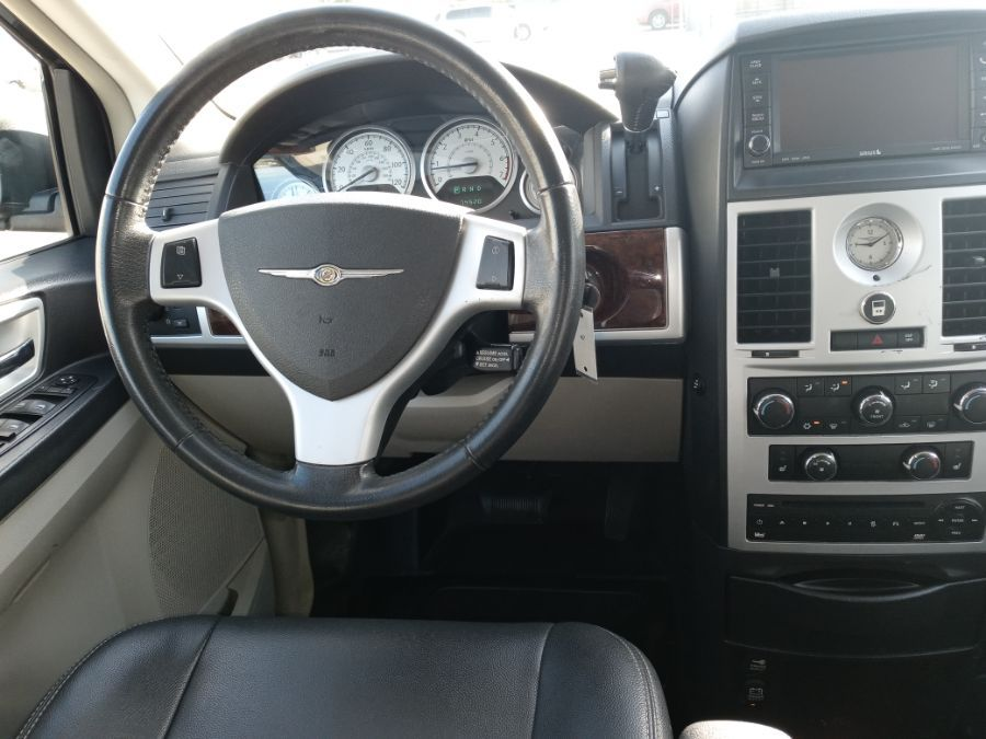 Blue Chrysler Town and Country image number 27