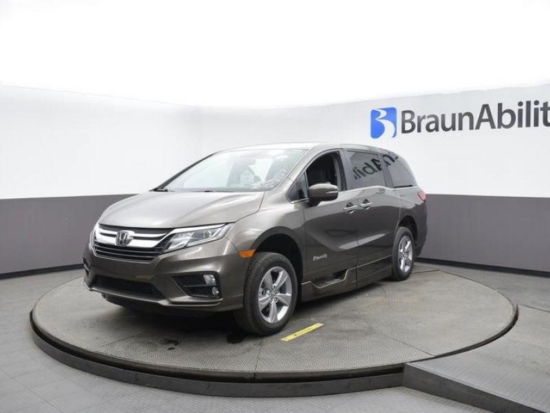 Gray Honda Odyssey image number 2