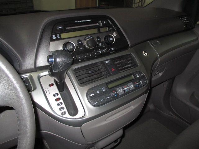 Blue Honda Odyssey image number 13