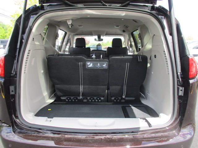 Brown Chrysler Pacifica image number 19