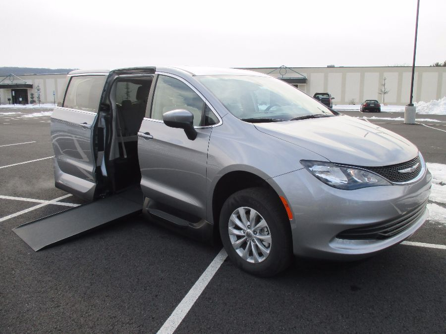 SILVER Chrysler Pacifica image number 26