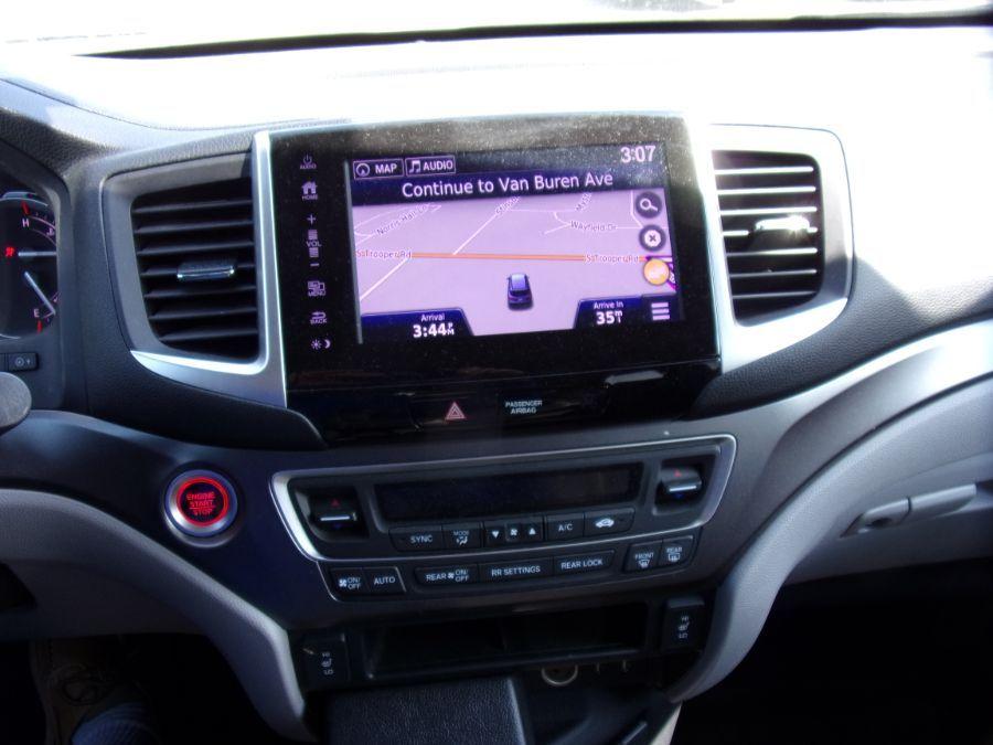Gray Honda Pilot image number 3