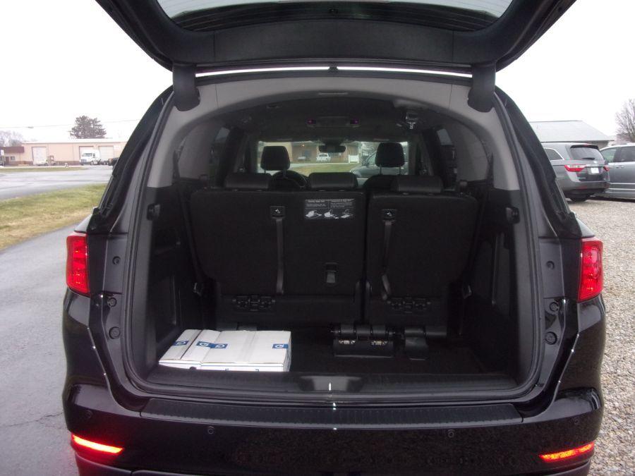 Black Honda Odyssey image number 18