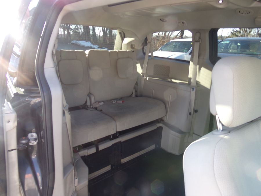 Gray Chrysler Town and Country image number 11