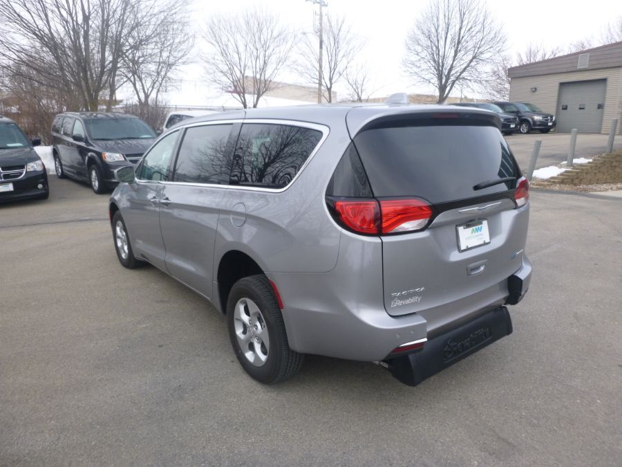 Silver Chrysler Pacifica Hybrid image number 19