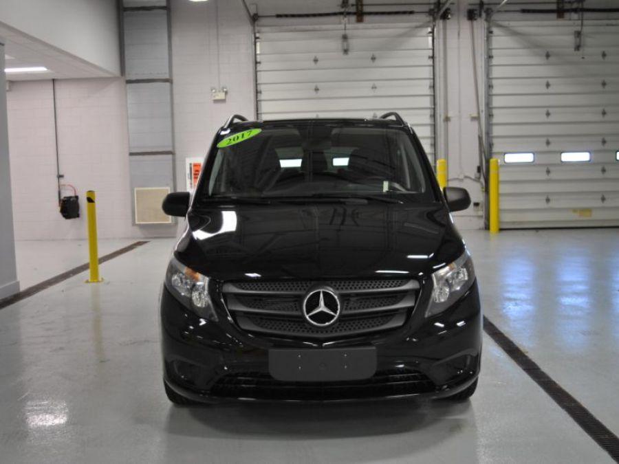 BLACK Mercedes-Benz Metris image number 1