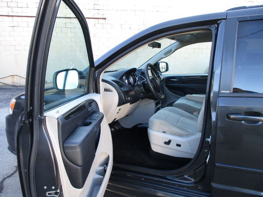 Dodge Grand Caravan image number 10