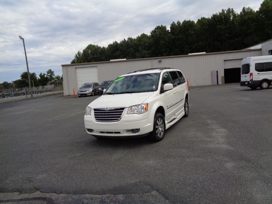 White Chrysler Town and Country image number 17