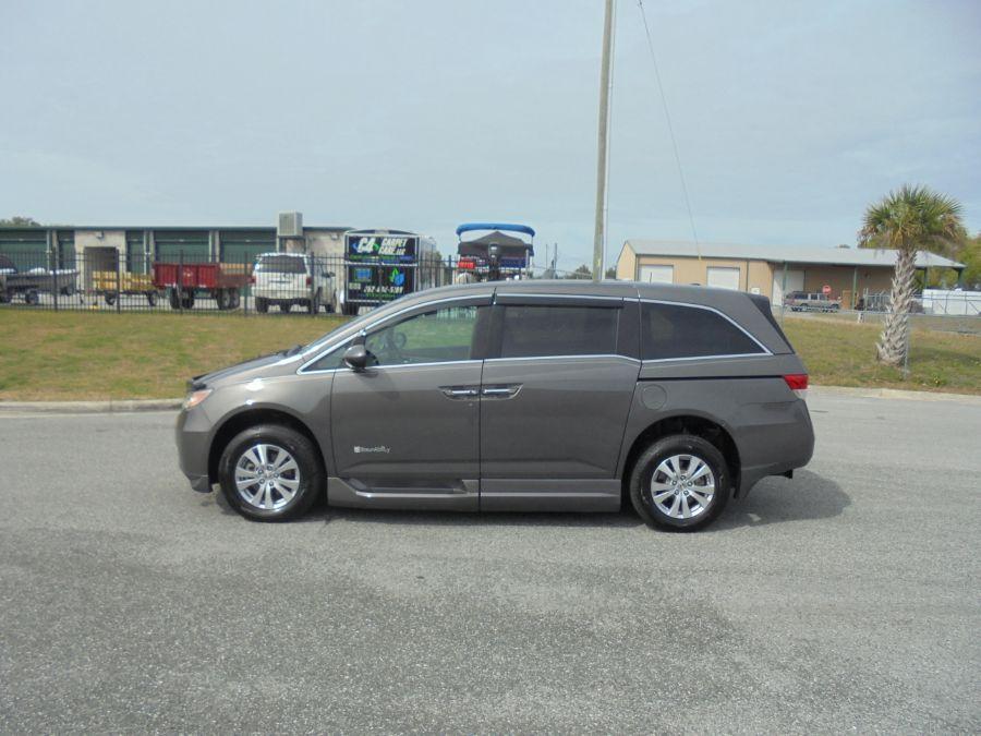 Brown Honda Odyssey image number 6