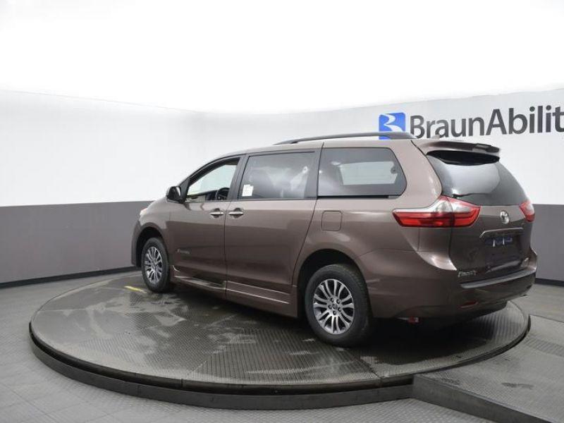 Brown Toyota Sienna image number 5