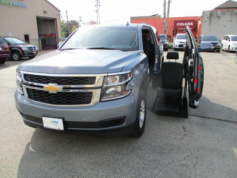 Gray Chevrolet Suburban image number 17