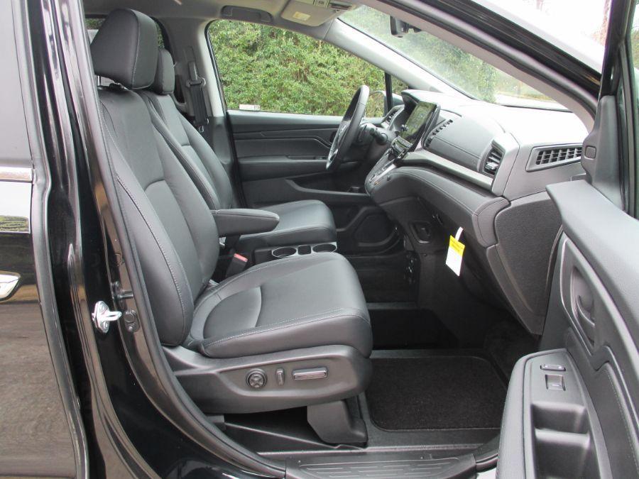 Black Honda Odyssey image number 22