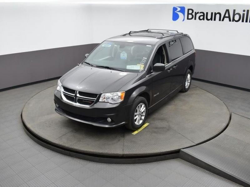 Gray Dodge Grand Caravan image number 20