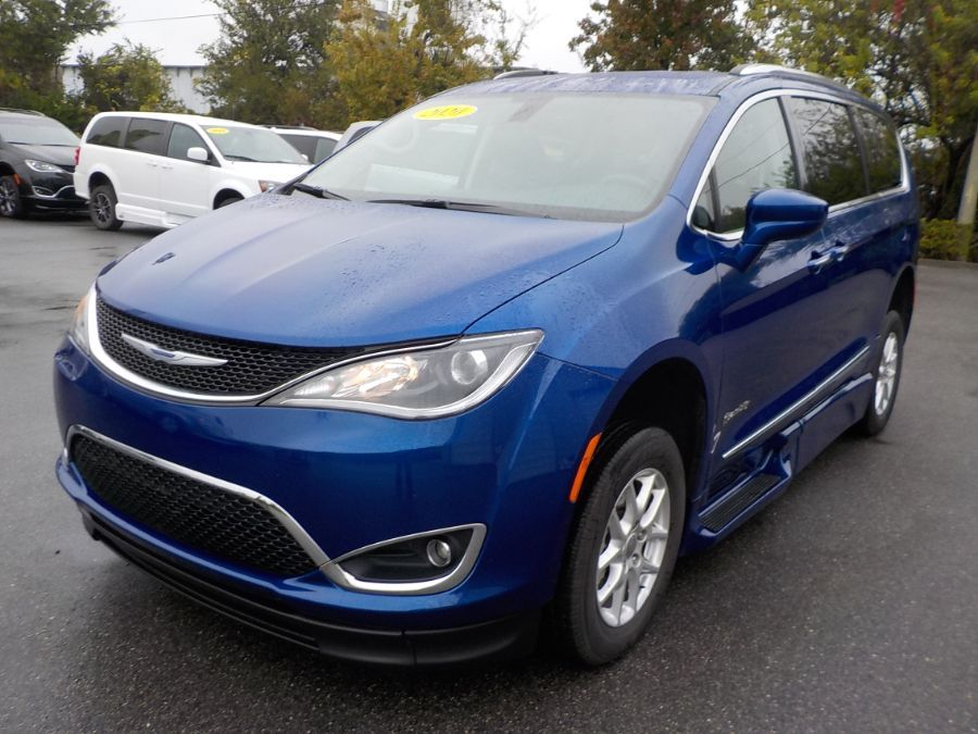 Blue Chrysler Pacifica image number 2