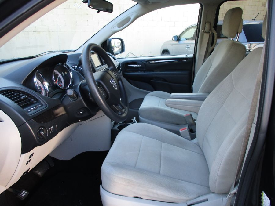 Dodge Grand Caravan image number 12