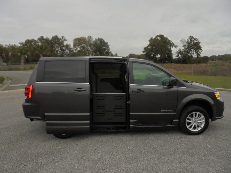 Gray Dodge Grand Caravan image number 7