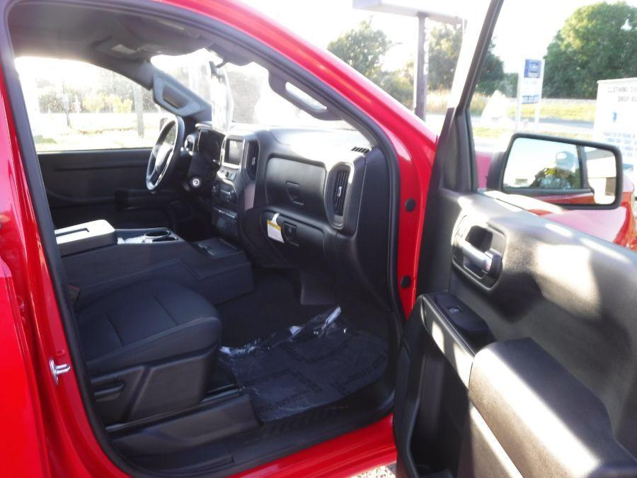 Red Chevrolet Silverado 1500 image number 9