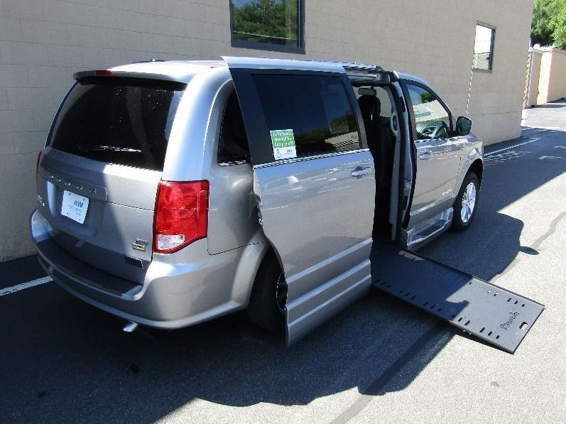 Silver Dodge Grand Caravan image number 22
