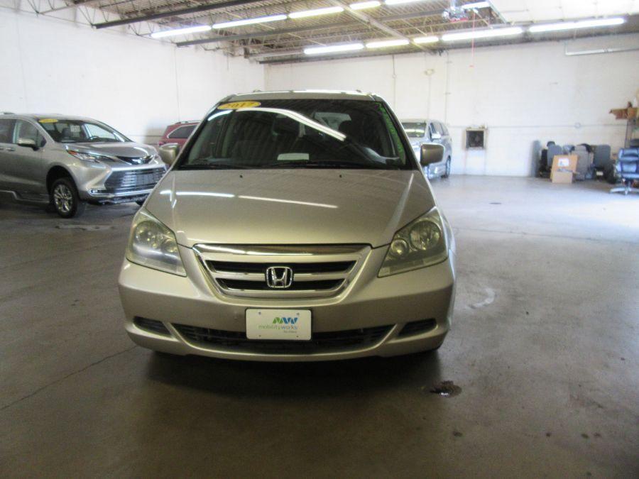Silver Honda Odyssey image number 21