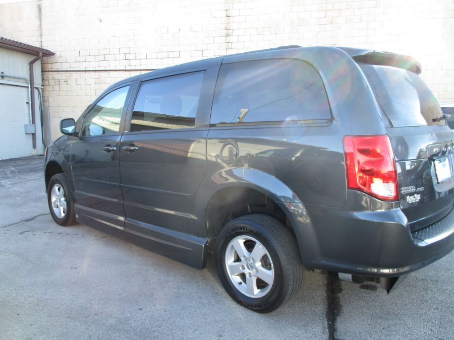 Dodge Grand Caravan image number 7