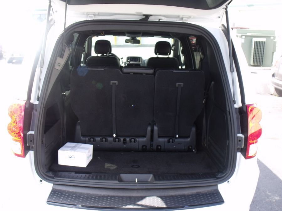 White Dodge Grand Caravan image number 14
