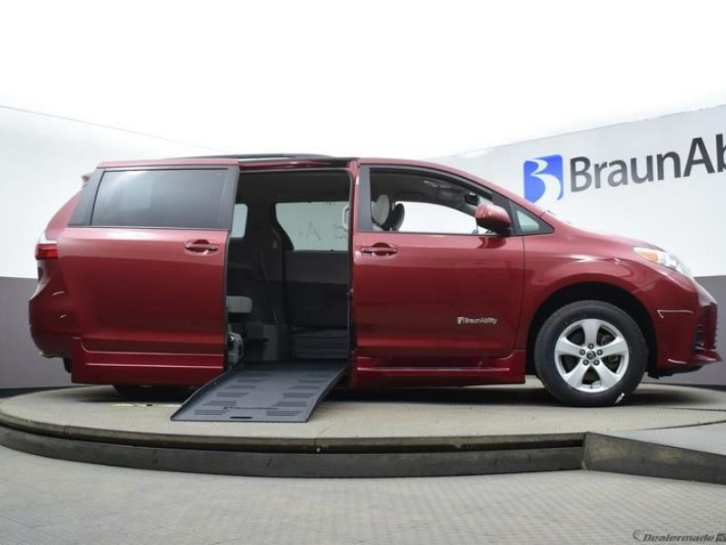 Red Toyota Sienna image number 13