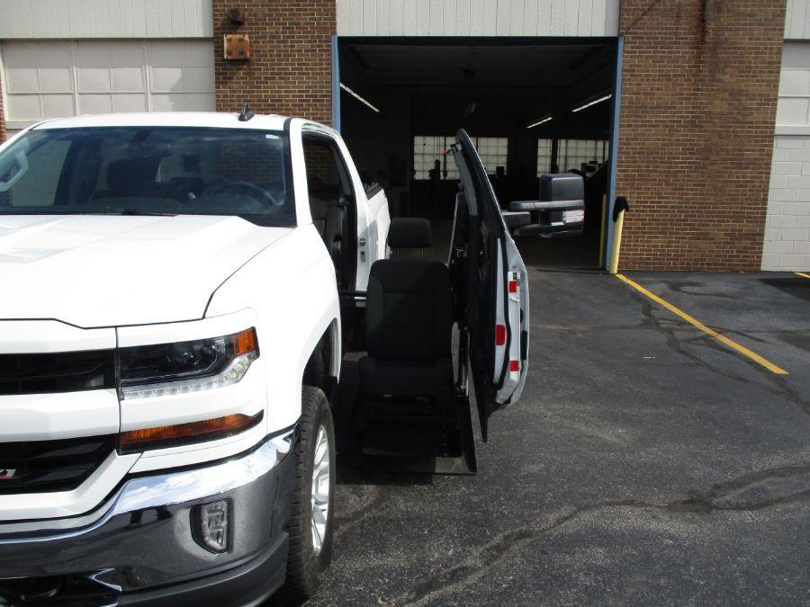 White Chevrolet Silverado 1500 image number 9