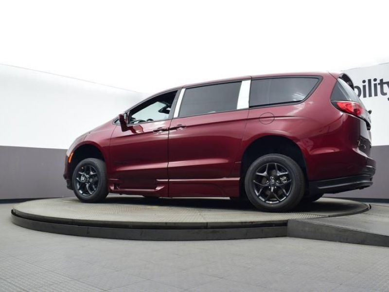 Red Chrysler Pacifica image number 18