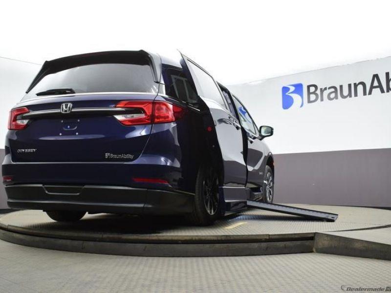 Blue Honda Odyssey image number 17