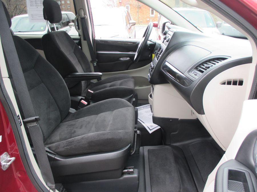 Red Dodge Grand Caravan image number 23