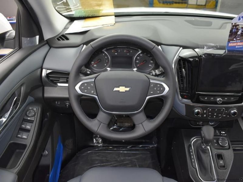White Chevrolet Traverse image number 11