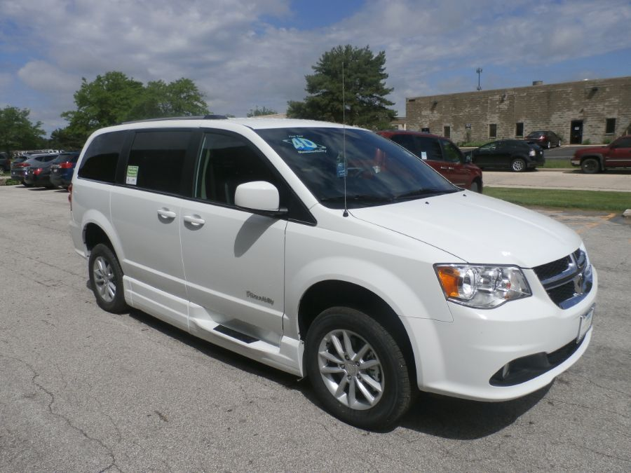 White Dodge Grand Caravan image number 28