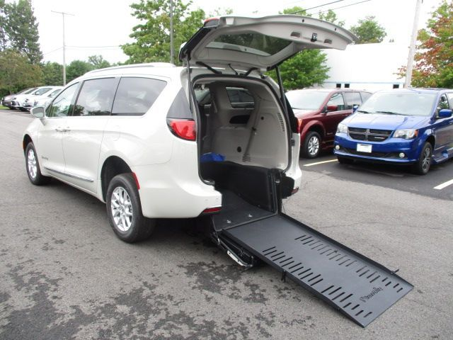 White Chrysler Pacifica with Rear Entry Manual Fold Out ramp