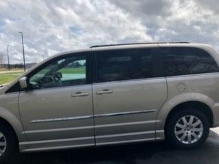 Brown Chrysler Town and Country image number 7