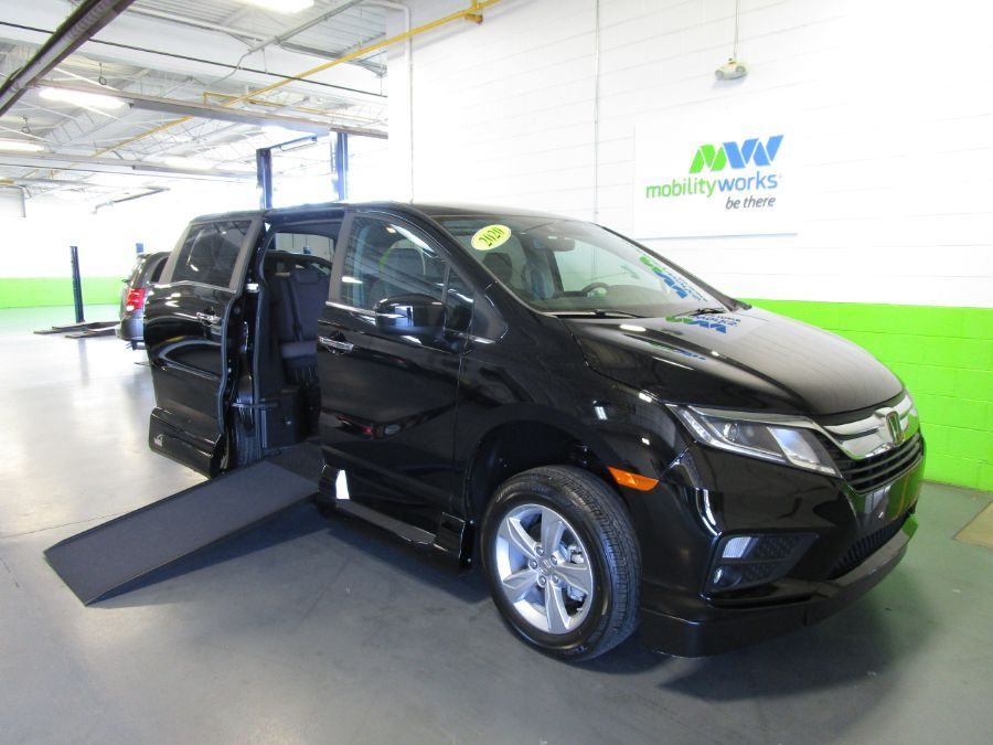Green Honda Odyssey with Side Entry Automatic In Floor ramp