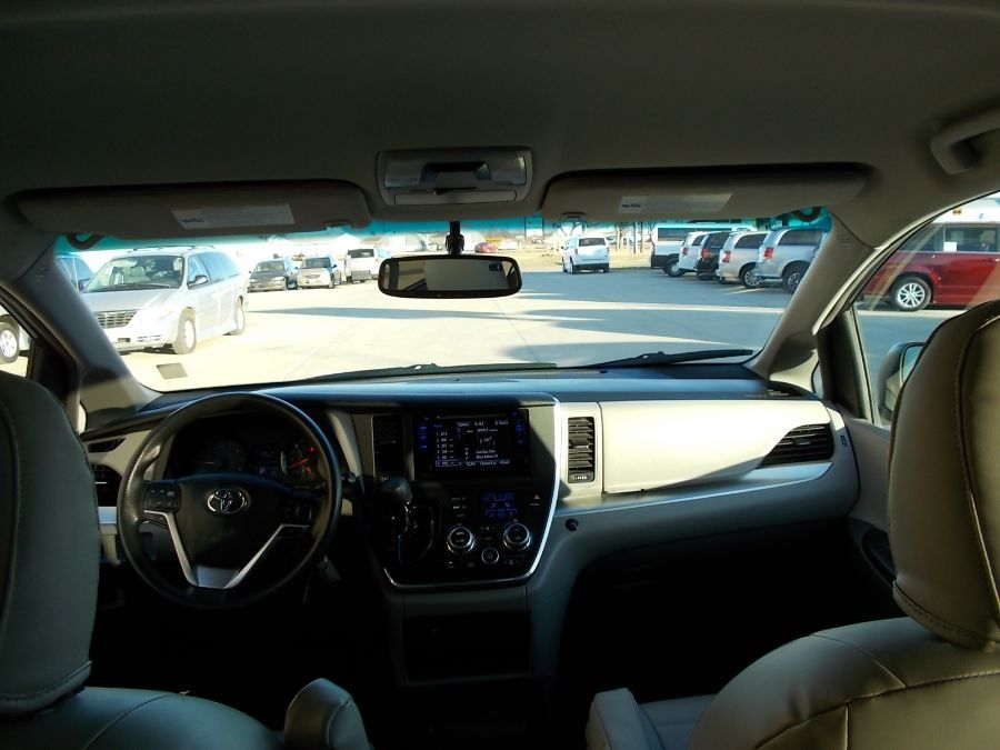 Gray Toyota Sienna image number 9