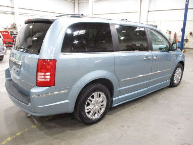Chrysler Town and Country image number 7
