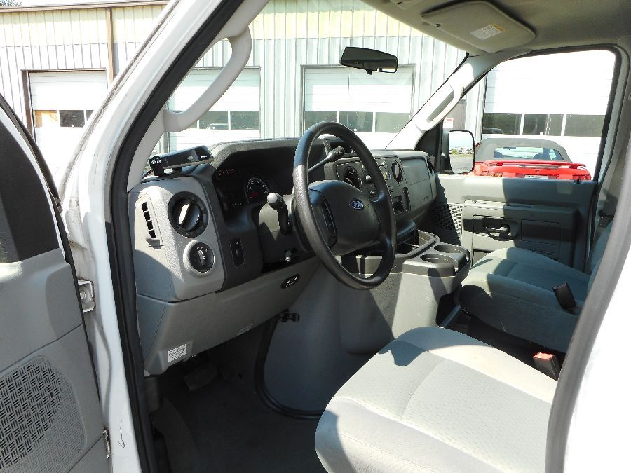 WHITE Ford E-350 image number 11