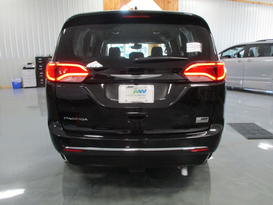 Black Chrysler Pacifica image number 6