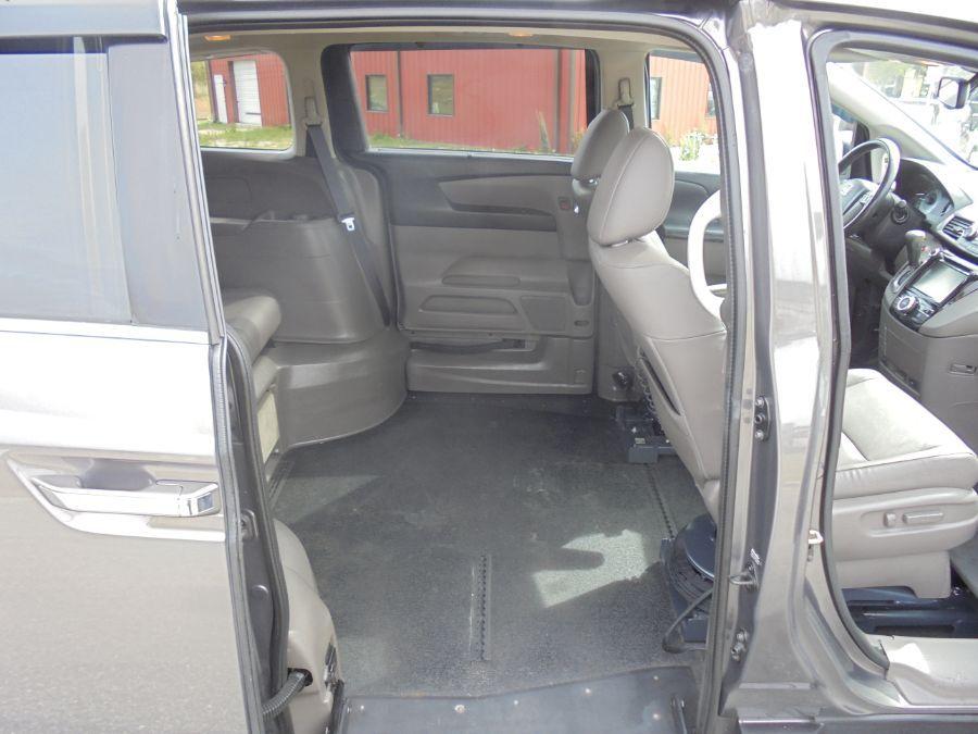 Brown Honda Odyssey image number 19