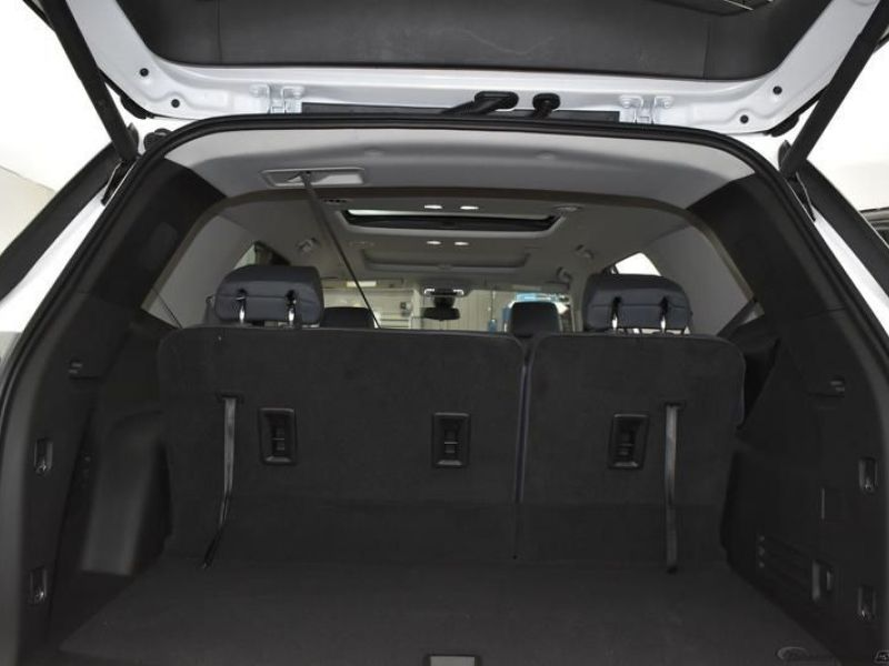 White Chevrolet Traverse image number 12