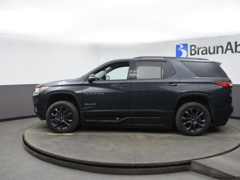 Gray Chevrolet Traverse image number 4