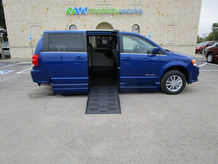 Blue Dodge Grand Caravan image number 7