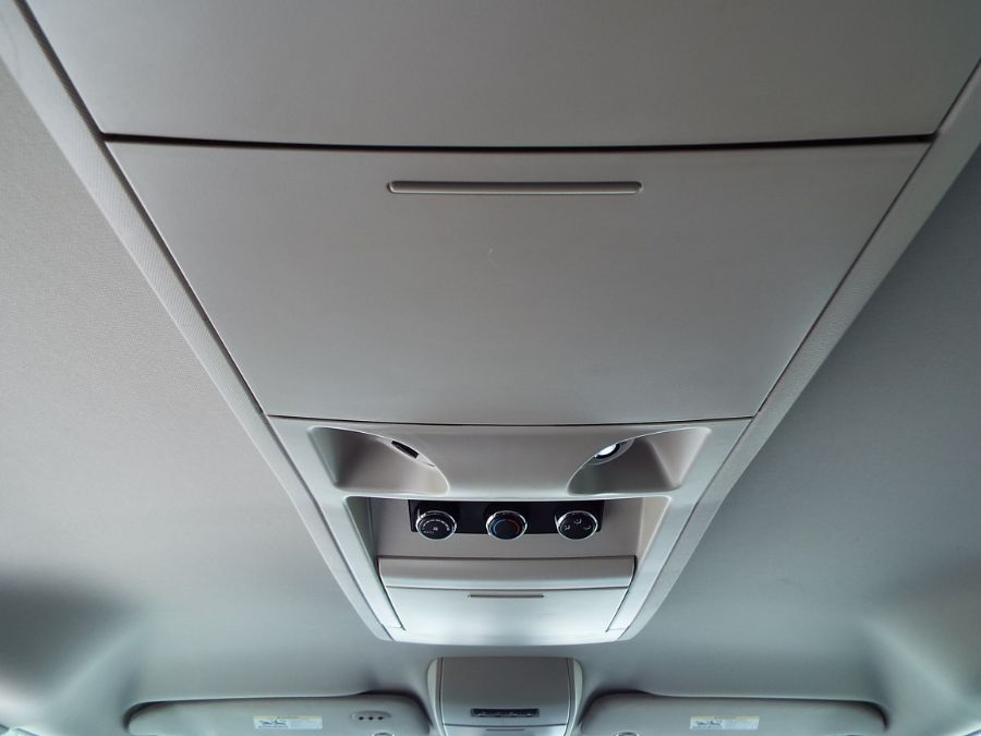 Silver Chrysler Town and Country image number 20